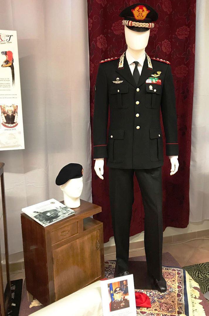 mostra uniformi carabinieri a354e2cd3357